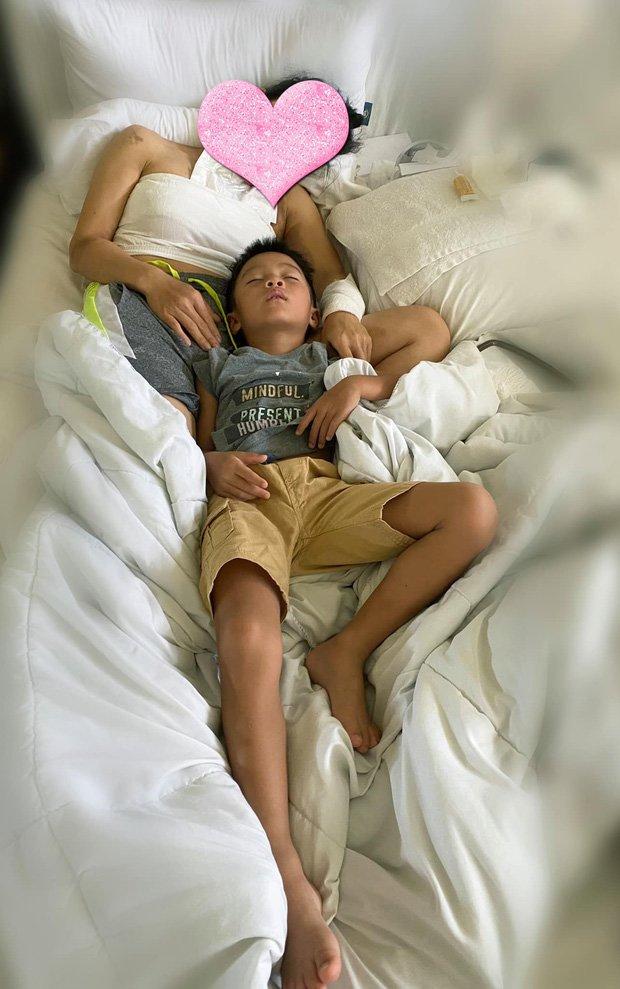 Con gái Hồng Ngọc mếu máo khi thấy vết bỏng lớn trên chân mẹsau tai nạn nổ nồi xông hơi - Ảnh 3.