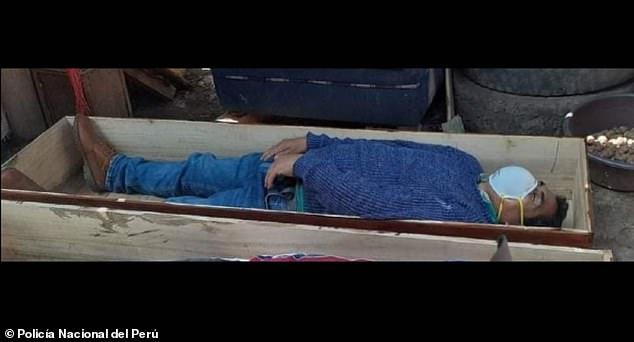 Thị trưởng giả chết sau khi bị phát hiện vi phạm lệnh phong tỏa - Ảnh 1.