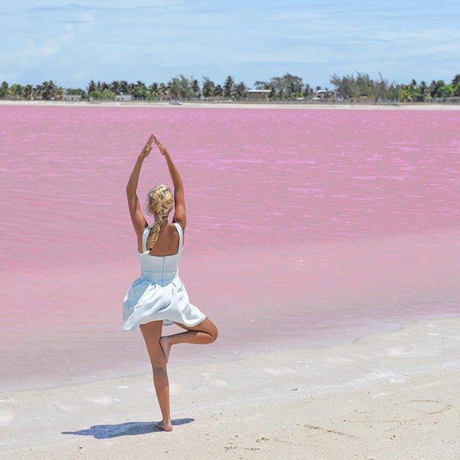 Hồ nước màu hồng đẹp tuyệt nhưng du khách tuyệt đối không được tắm - Ảnh 2.