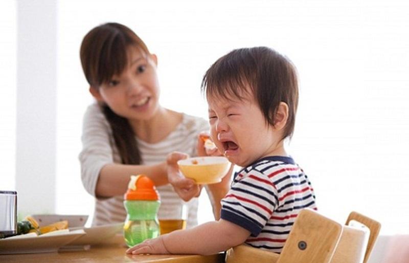 Những sai lầm khi cho trẻ ăn dặm mà cha mẹ cần tránh - Ảnh 1.