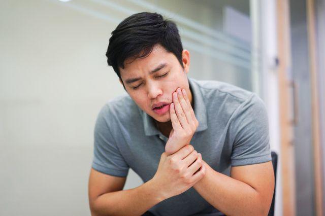 Sau khi nhổ răng khôn, người đàn ông bị co giật, mất ý thức vì không chú ý điều này - Ảnh 2.