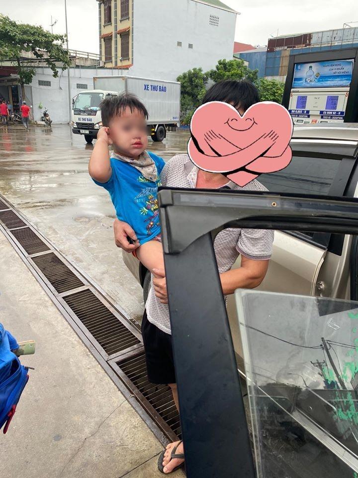 Để con nhỏ ngồi trên ô tô khi dừng đổ xăng, người đàn ông được phen hú vía khi quên rút chìa khóa xe - Ảnh 3.