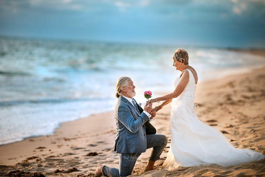 """Bộ ảnh cưới độc đáo khiến lớp trẻ phải """"chạy dài mới kịp"""" của cặp vợ chồng đã đi qua mọi bão giông của cuộc đời - Ảnh 5."""