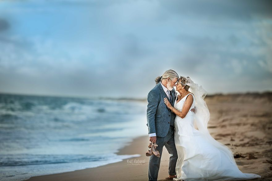 """Bộ ảnh cưới độc đáo khiến lớp trẻ phải """"chạy dài mới kịp"""" của cặp vợ chồng đã đi qua mọi bão giông của cuộc đời - Ảnh 7."""