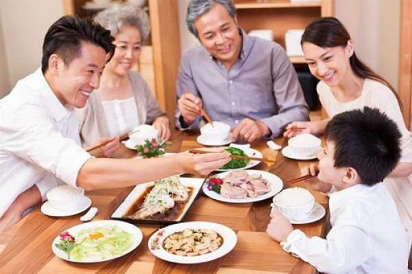 """Những phép lịch sự trên bàn ăn hay bị nhiều người """"quên"""" mất - Ảnh 1."""