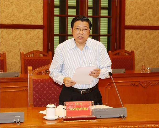 Đồng chí Phan Đình Trạc, Bí thư Trung ương Đảng, Trưởng Ban Nội chính Trung ương, Phó Trưởng ban Thường trực Ban Chỉ đạo Trung ương về phòng, chống tham nhũng phát biểu tại cuộc họp.