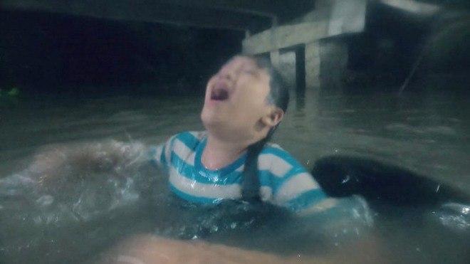 Rating lọt top đầu cả nước, Mẹ Ghẻ lại gây tranh cãi  vì chuyện cứu con riêng trước con ruột - Ảnh 4.
