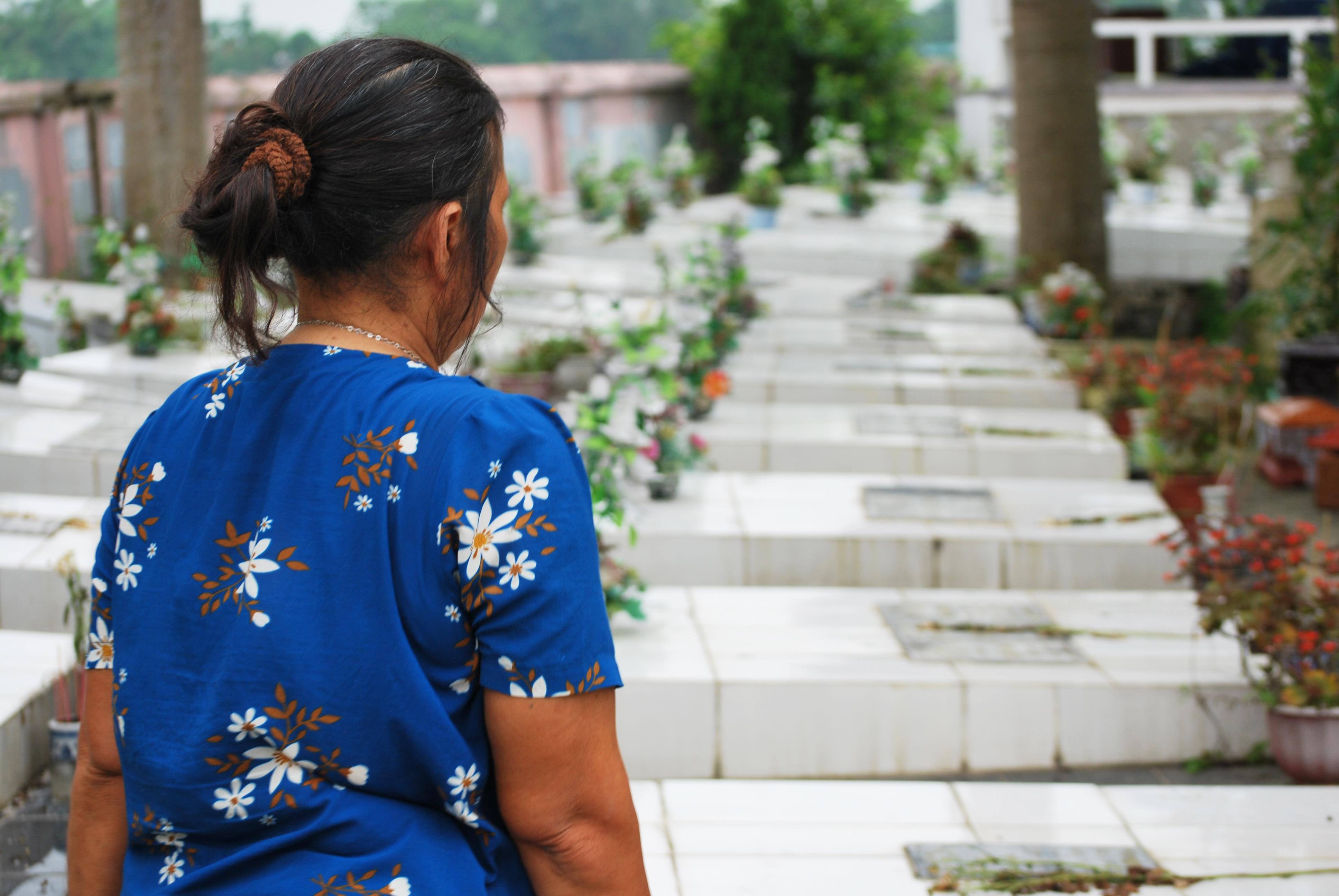 Hàng vạn sinh linh vô tội đã được người đàn bà nghèo đưa về chôn cất ngay trong ruộng nhà mình
