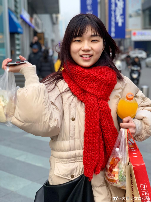"""Lương 10 triệu/tháng nhưng phải ăn lượng thực phẩm của hơn 10 người, """"Thánh ăn"""" nổi tiếng ở Trung Quốc quyết xin nghỉ việc vì """"tai nạn nghề nghiệp"""" - Ảnh 2."""