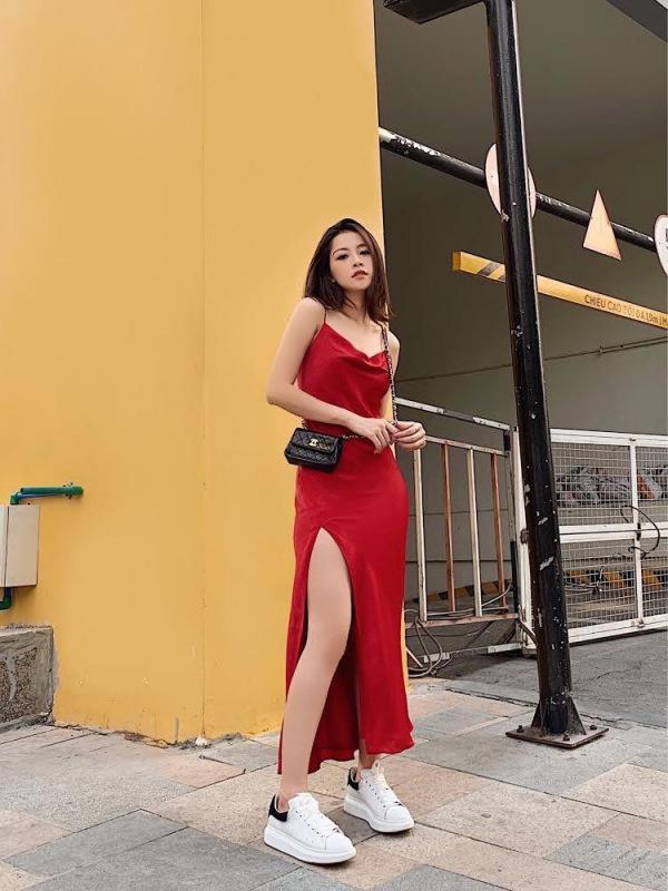 Chẳng cần bikini khoe da thịt, Chi Pu vẫn gợi cảm với đường cong lấp ló nhờ kiểu váy này - Ảnh 6.