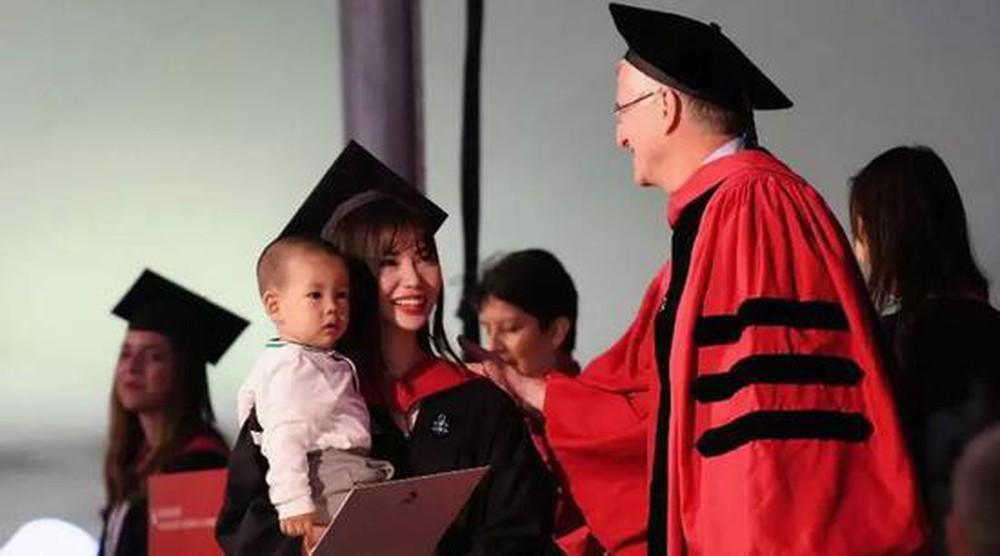 Chuyện về nữ sinh từ chối vào trường đại học hàng đầu Trung Quốc: 20 tuổi trở thành mẹ đơn thân, 2 năm sau đã làm nên điều phi thường - Ảnh 3.