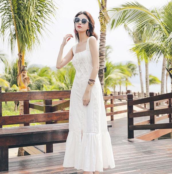 Chẳng cần bikini khoe da thịt, Chi Pu vẫn gợi cảm với đường cong lấp ló nhờ kiểu váy này - Ảnh 9.