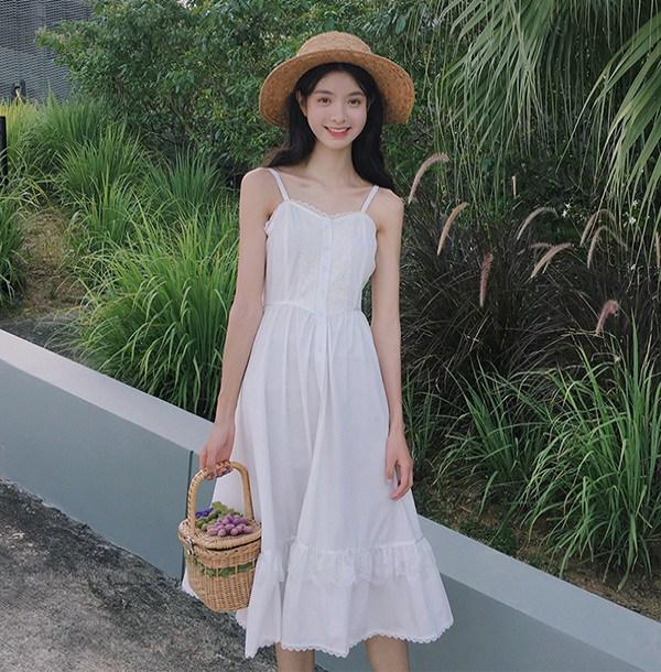 Chẳng cần bikini khoe da thịt, Chi Pu vẫn gợi cảm với đường cong lấp ló nhờ kiểu váy này - Ảnh 13.