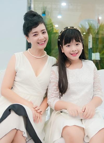 Mới tuổi 16, con gái Chiều Xuân đã lộ ảnh hôn môi, ngẫm lại cách dạy của mẹ - Ảnh 3.