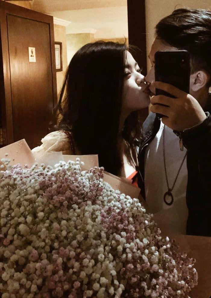 Mới tuổi 16, con gái Chiều Xuân đã lộ ảnh hôn môi, ngẫm lại cách dạy của mẹ - Ảnh 2.