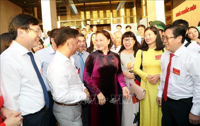 Chủ tịch Quốc hội gặp mặt, tuyên dương 84 người làm báo nữ tiêu biểu - Ảnh 1.