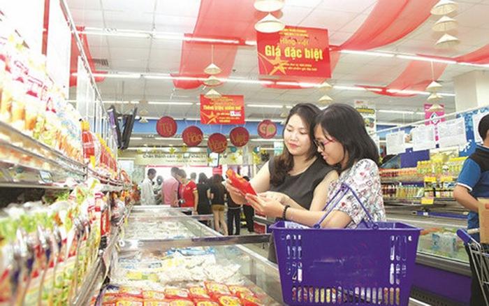 """""""Mưa"""" khuyến mại tại Hà Nội, nhiều mặt hàng giảm giá đến 100% - Ảnh 2."""