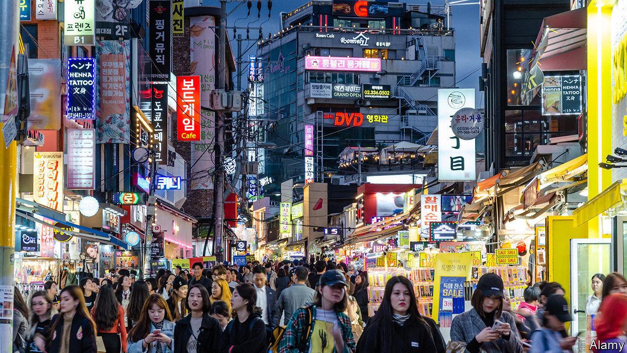 Bất chấp bao năm rèn luyện đèn sách, tại sao tốt nghiệp đại học, người trẻ Hàn Quốc lại đi làm... công nhân vệ sinh? - Ảnh 1.
