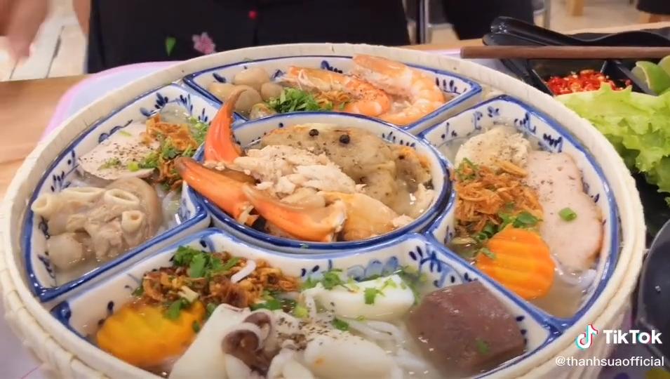 """Dân mạng tranh cãi ầm ĩ vì suất bánh canh hoàng gia 390k ở Bình Dương: """"Thà đi ăn buffet hải sản còn hơn!"""" - Ảnh 2."""