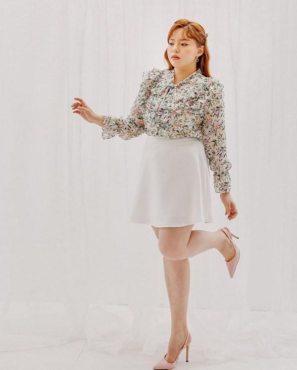 Diện chân váy xòe rất mát mẻ, nhưng nàng cần biết cách chọn để che đi nhược điểm vóc dáng - Ảnh 2.