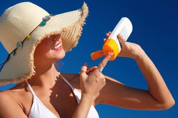 Làm vài bước này trước và sau khi thoa kem chống nắng, nàng sẽ rất hài lòng về hiệu quả - Ảnh 4.