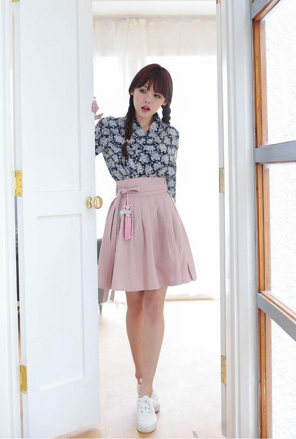 Diện chân váy xòe rất mát mẻ, nhưng nàng cần biết cách chọn để che đi nhược điểm vóc dáng - Ảnh 12.