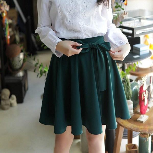 Diện chân váy xòe rất mát mẻ, nhưng nàng cần biết cách chọn để che đi nhược điểm vóc dáng - Ảnh 15.