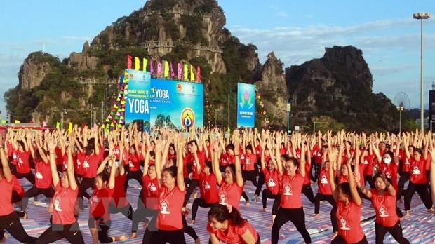 Gần 3.000 người tham gia Ngày Quốc tế Yoga lần thứ 6 tại Hạ Long - Ảnh 6.