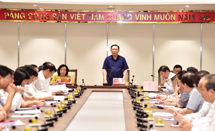 Hà Nội cần quan tâm đến nhà ở xã hội và cải tạo chung cư cũ cho dân - Ảnh 1.