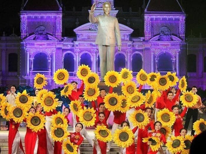 Hướng tới kỷ niệm 44 năm ngày Thành phố mang tên Chủ tịch Hồ Chí Minh - Ảnh 2.
