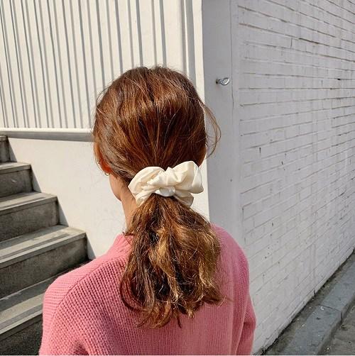 4 món phụ kiện tóc thời xưa ơi là xưa nhưng hè này diện lên lại sành điệu vô cùng - Ảnh 5.