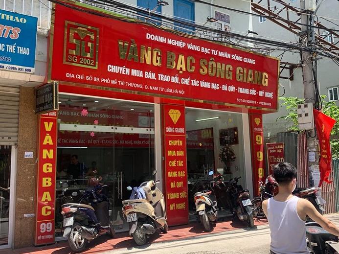 Kẻ cướp tiệm vàng ở Hà Nội đâm trọng thương một người truy đuổi - Ảnh 1.