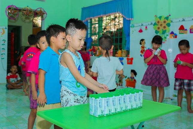 Thêm nhiều niềm vui đến lớp cho trẻ với giờ uống sữa học đường - Ảnh 2.