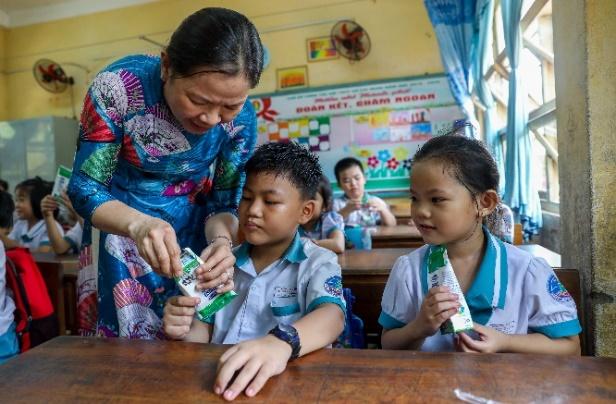 Thêm nhiều niềm vui đến lớp cho trẻ với giờ uống sữa học đường - Ảnh 3.