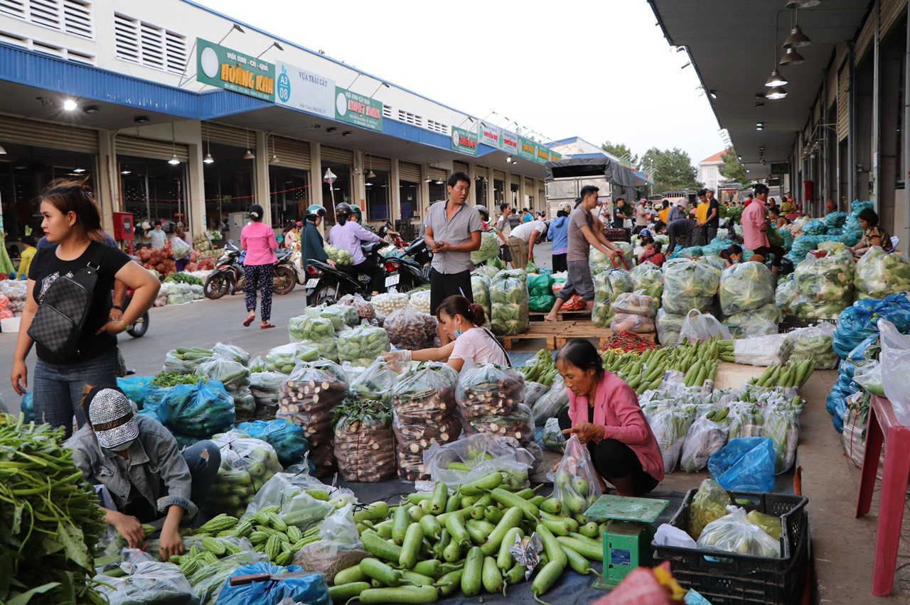 Khám phá những khu chợ đầu mối lớn nhất Việt Nam - Ảnh 12.