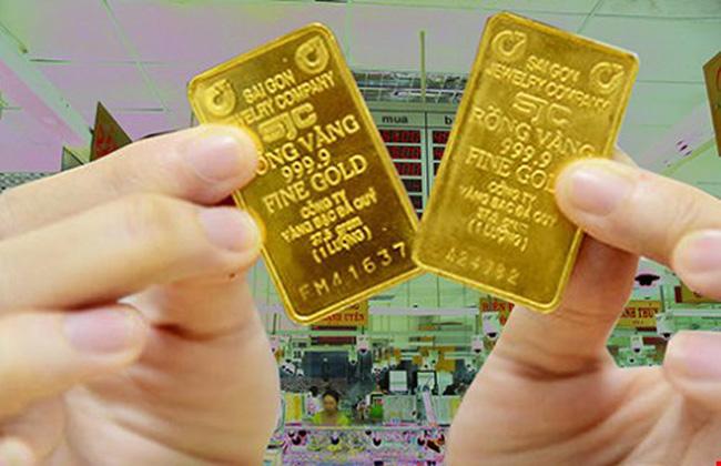 Vàng thế giới lại tăng, thị trường trong nước có còn lệch sóng? - Ảnh 1.
