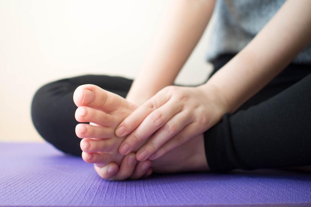 Ngồi khoanh chân lâu liệu có gây tổn hại cho đầu gối hay không?  - Ảnh 2.