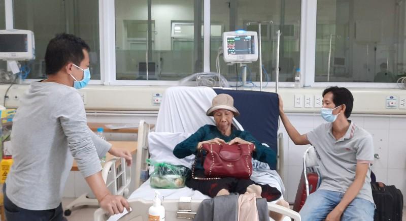 Hôm nay, bệnh nhân 19 chính thức xuất viện và được trở về nhà tại TPHCM - Ảnh 1.