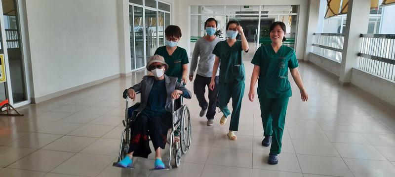 Hôm nay, bệnh nhân 19 chính thức xuất viện và được trở về nhà tại TPHCM - Ảnh 3.