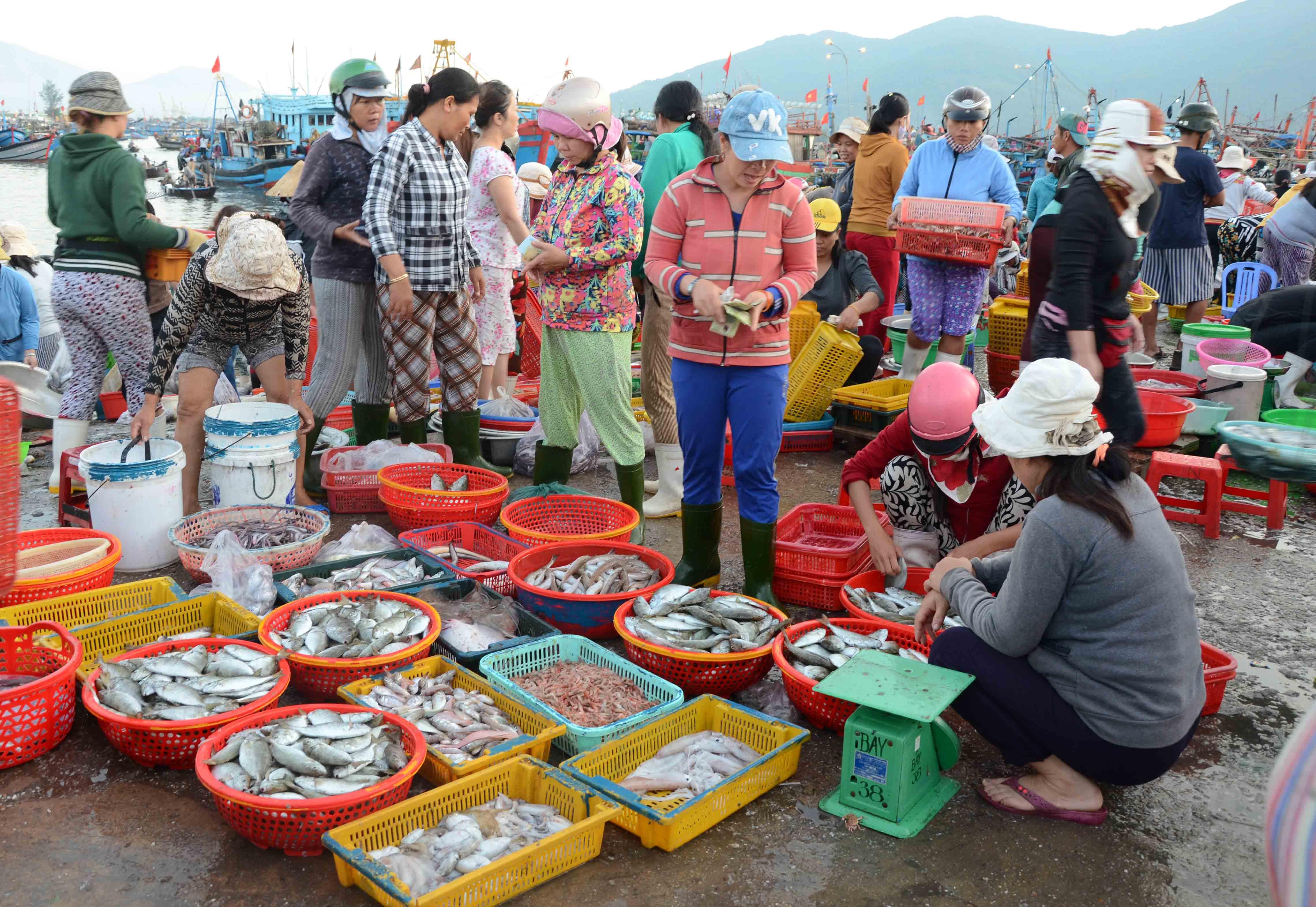 Khám phá những khu chợ đầu mối lớn nhất Việt Nam - Ảnh 8.