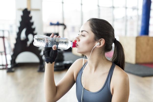 Thói quen tập gym khiến làn da của bạn nhanh xuống cấp - Ảnh 2.