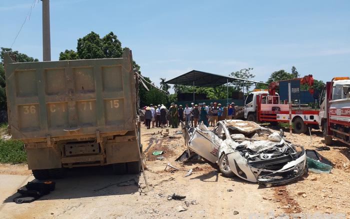Cháu bé bị thương trong vụ xe tải đè xe con ở Thanh Hóa đã qua cơn nguy kịch - Ảnh 1.