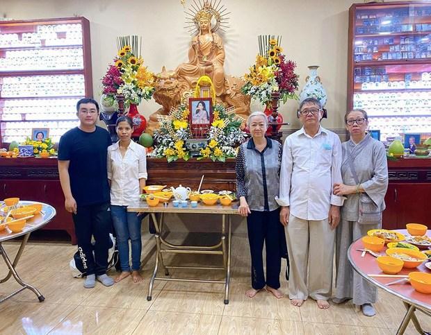 Bố mẹ Phùng Ngọc Huy cúng 100 ngày cho Mai Phương dù cô chưa từng làm dâu trong nhà - Ảnh 2.