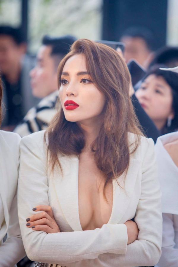 """Chỉnh sửa hàm răng """"sương sương"""", dàn Hoa hậu Việt Nam lên hương nhan sắc thấy rõ - Ảnh 11."""