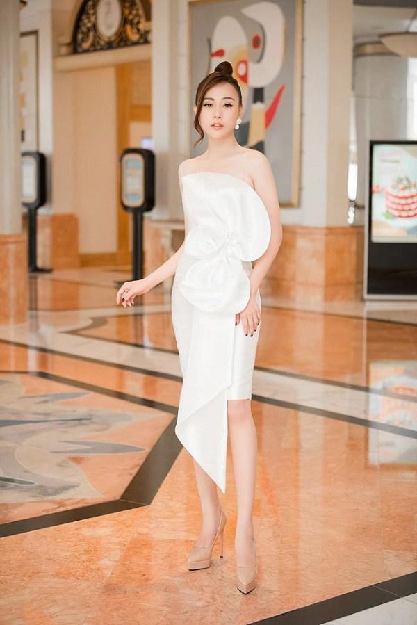 Luôn mặc đẹp đã đành, các mỹ nhân Vbiz còn rất khéo trong khoản chọn giày dép giúp tôn dáng - Ảnh 12.