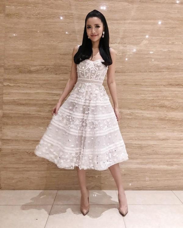 Em gái Huyền Baby đẹp ngọt ngào, mê diện váy xòe như công chúa - Ảnh 18.