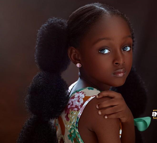 Cuộc sống sang chảnh của cô bé châu Phi đẹp nhất thế giới sau 2 năm nổi tiếng - Ảnh 1.