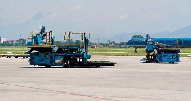 Liên tiếp tai nạn tại sân bay: Bị xe đâm, trượt chân ngã khiến… tử vong  - Ảnh 1.