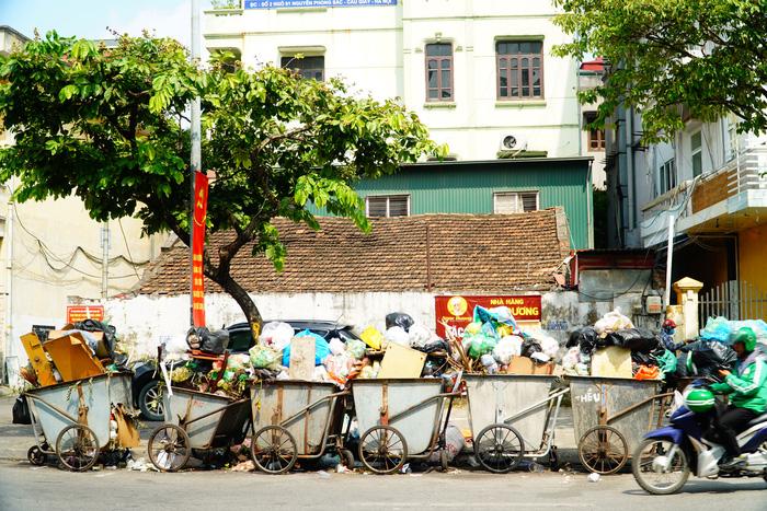 """Chủ tịch Hà Nội: """"Trong hôm nay, cơ bản dọn sạch rác nội thành"""" - Ảnh 2."""
