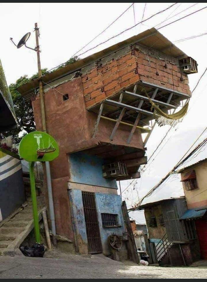 Những tòa nhà kỳ dị nhất thế giới, trong đó có ngôi nhà ở Việt Nam - Ảnh 9.